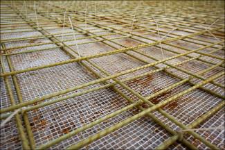 Крепление арматуры с помощью пластиковых хомутов