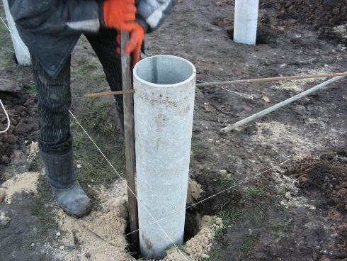 Заливка фундамента под столбы 165