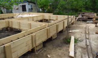 Делаем арматурный каркас и бетонную ленту