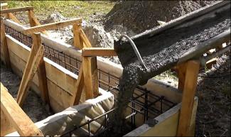 Заливка бетона в фундаментной основание