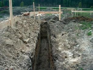 Проведение земляных работ на месте строительства фундамента
