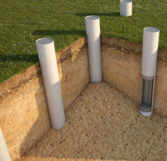 Ростверковый фундамент на бетонных столбах