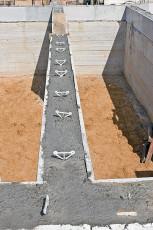 Заливаем несъемную опалубку бетонным раствором