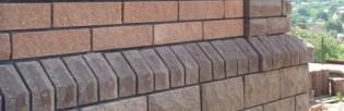 Таким образом выглядит наружная поверхность фундамента, отделанная декоративными цокольными панелями.