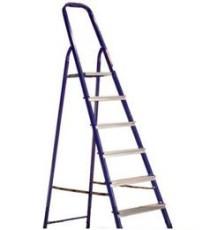 Чтобы помыть натяжной потолок отлично подойдет лестница - стремянка