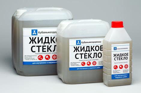 Жидкое стекло продается в пластмассовых канистрах