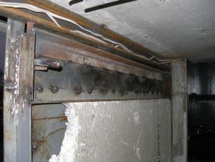 Процесс надставки металлических листов на гаражные ворота
