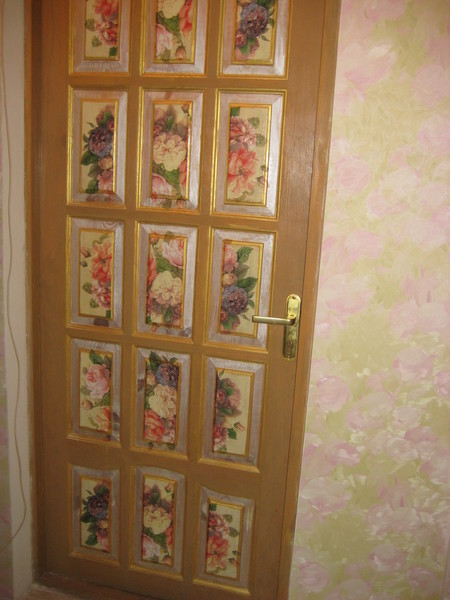 Декупаж двери в комнату