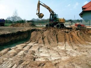 Процесс замены грунта на участке