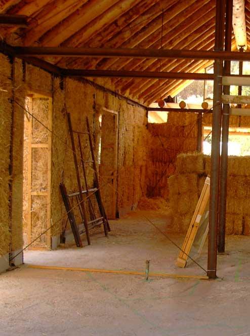 Солома - самый простой утеплитель для стен изнутри