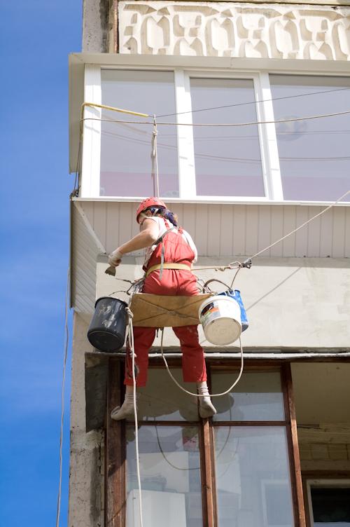 утепление балкона снаружи промышленным альпинистом