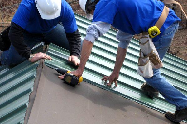 Торцевание профнастила на крыше