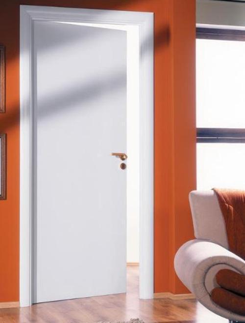 Устанавливаем двери белые глянцевые межкомнатные
