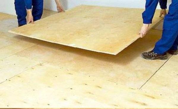 Как класть ламинат на деревянный пол