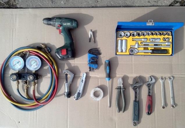Инструментарий и материалы для демонтажа кондиционера своими руками