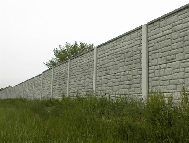 Сплошной бетонный забор