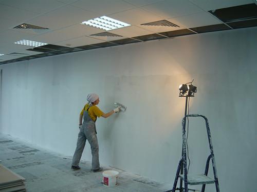 Обработка стен жидким стеклом