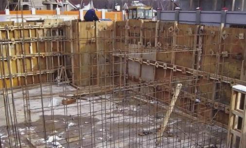 Устанавливаем арматуру и заливаем бетонной смесью