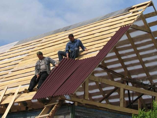 Укладка крыши в процессе