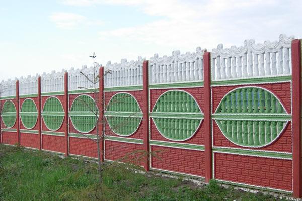 Как сделать забор бетонный секционный своими руками