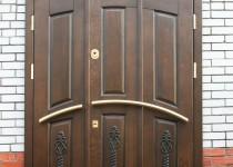 Входные двери для загородного дома: виды, типы и особенности