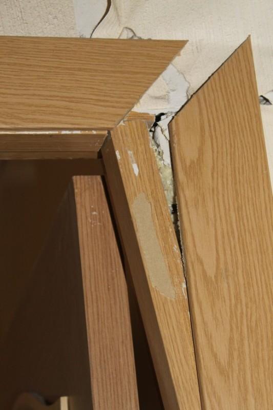 Перекошенный дверной косяк