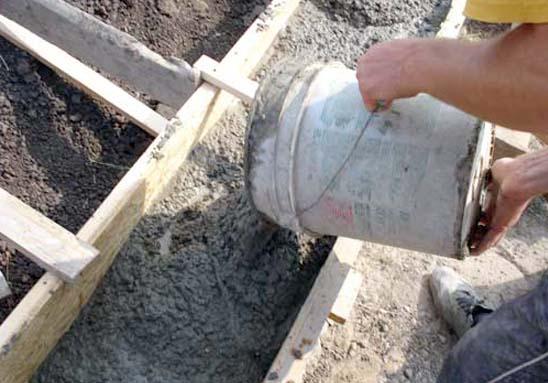Заливка опалубки бетоном