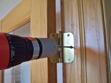 Монтаж дверных петель